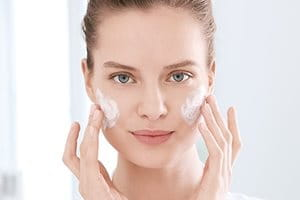 Which skincare products and what routine are best for acne-prone skin?