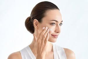 Apply pigmentation cream for face