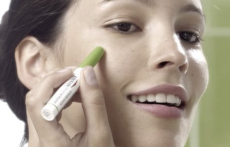Woman using Eucerin DermoPURIFYER Cover Stick