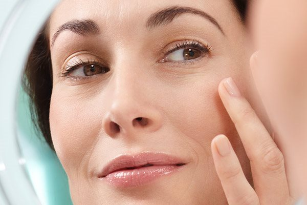 How to tighten sagging skin on face: skincare