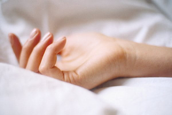 Eczema on hands: moisturise skin regularly