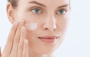 Apply moisturizing fluid for acne-prone skin before using make up and pimple concealer